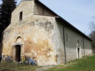 13 San Pietro Oratorum Esterno.jpg