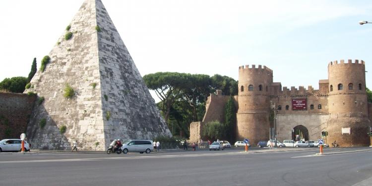Roma: la Piramide di Cestio