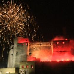 Napoli: i fuochi pirotecnici di benvenuto al 2017 più belli dal mare