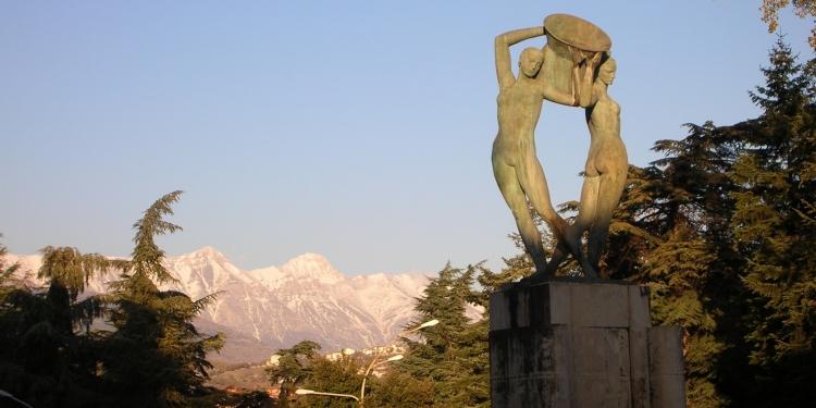 A l'Aquila è tornata a splendere la Fontana Luminosa