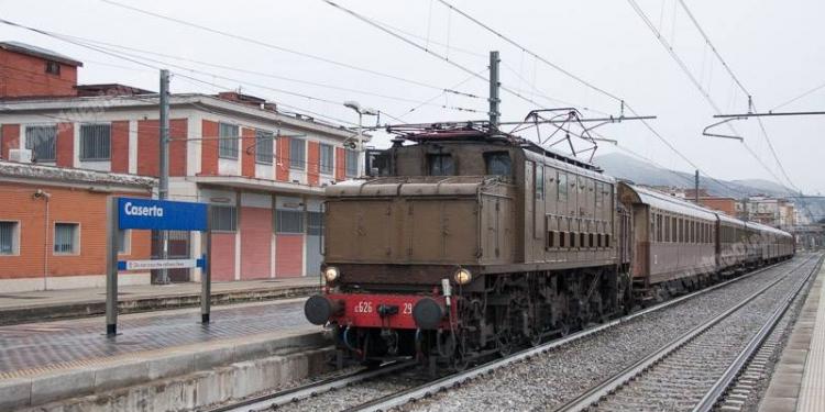Un viaggio nel passato a bordo del 'Reggia Express'