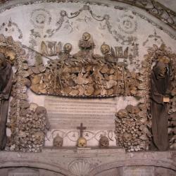 Roma: la chiesa  e il cimitero dei frati Cappuccini in  via Veneto