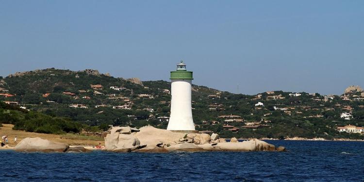 Sardegna: fari dismessi diventeranno hotel e musei