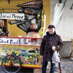 Venditore street food mercato Vucciria.jpg