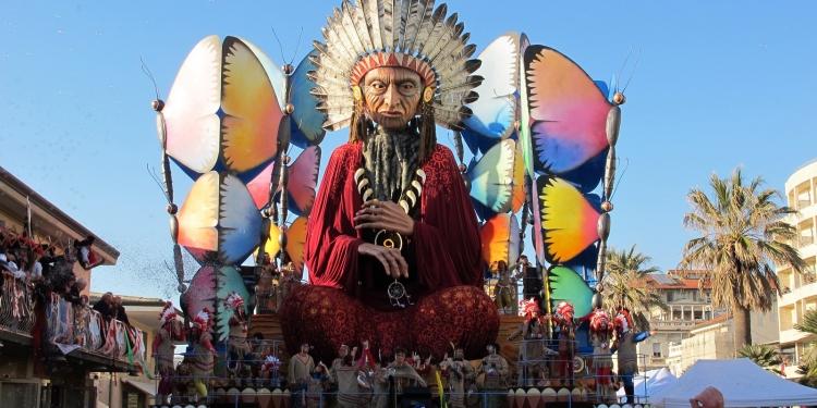 Carnevale di Viareggio, sfilano i carri più grandi del mondo