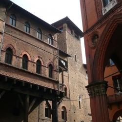 Bologna che non conosci: Piazza della Mercanzia