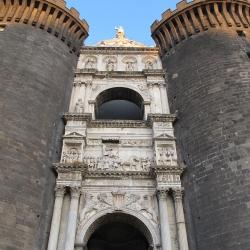 Napoli: il Graal al Maschio Angioino tra storia e mistero