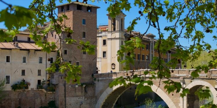 Passeggiata Romana: l'Isola Tiberina e Villa Farnesina alla Lungara