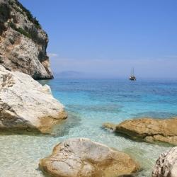 Sardegna, numero chiuso a Cala Mariolu