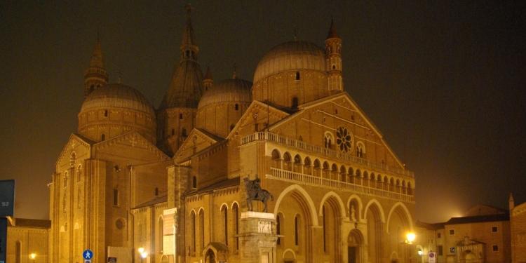 Padova: la basilica di S.Antonio in notturna