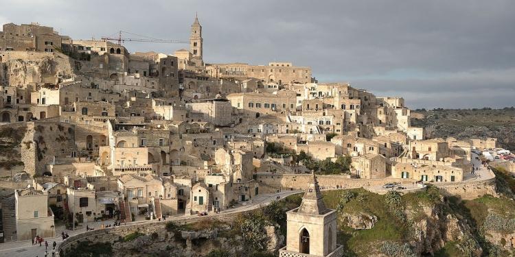 A Matera i turisti accolti anche dall'arte contemporanea