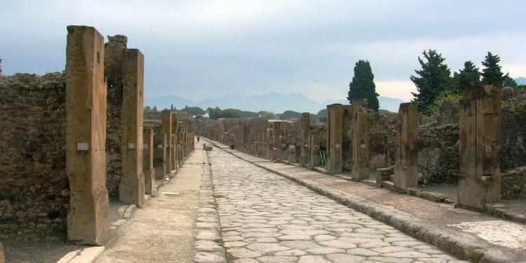 Pompei: tempi duri per i turisti maleducati