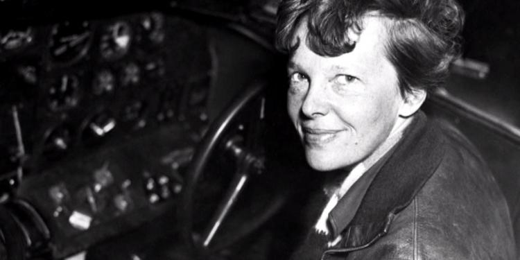 Mujeres verticales: Amelia Earhart