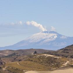 Tra i boschi ed i crateri sabbiosi dell' Etna