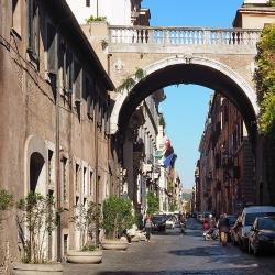 Una passeggiata lungo la via Giulia