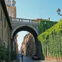 Una passeggiata per la Via Giulia